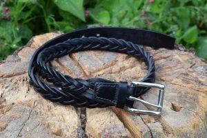 Cintura da uomo in cuoio intrecciato con fibbia in acciaio inox.